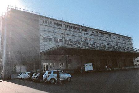 倉庫の大規模修繕用足場