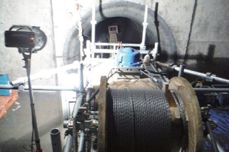 ダム水管内部塗装用台車取り付け